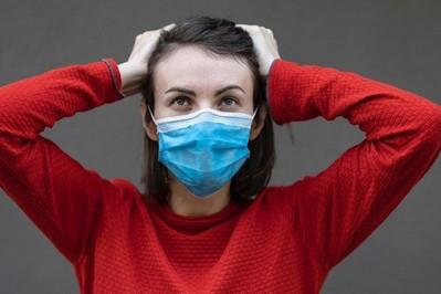 Koronawirus: zakaz jedzenia, picia w przestrzeni publicznej oraz czy uczniowie powinni nosić maseczki?