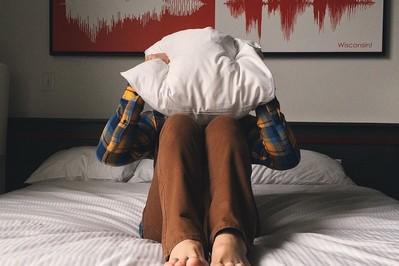 BEZSENNOŚĆ: 10 najczęstszych przyczyn problemów ze snem