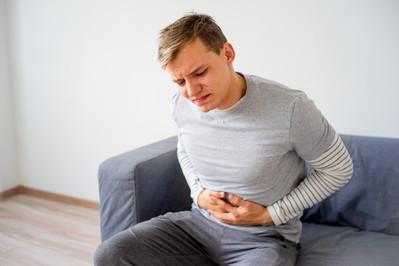 Nawracający ból żołądka – co może być przyczyną? Sprawdź