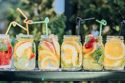 Ekspert radzi: Co pić w upał? PRZEPISY na zdrowe napoje na lato!