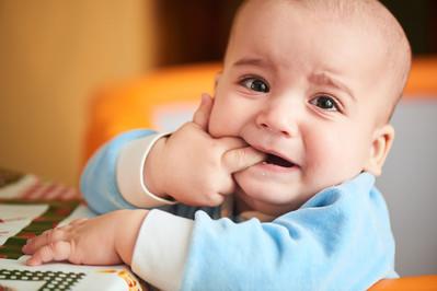 Gryzący problem. Jak ulżyć dziecku w trakcie ząbkowania?