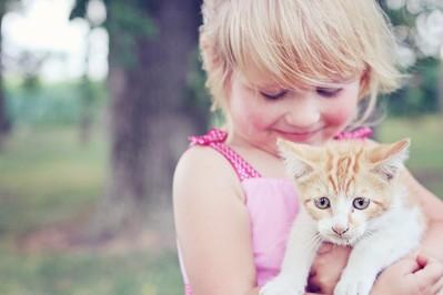 Odwodnienie, oparzenia, ukąszenia, skaleczenia – jak pomóc dziecku?