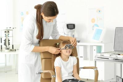 Krótkowzroczność u dzieci - jak pomóc maluchom?