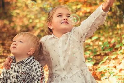 Jak zadbać o rozwój społeczny dziecka w pandemii? 3 rady dla rodziców
