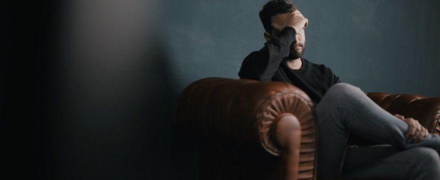 Depresja poporodowa dotyka także mężczyzn: ilu ojców zapada na depresję poporodową i jakie są jej przyczyny?