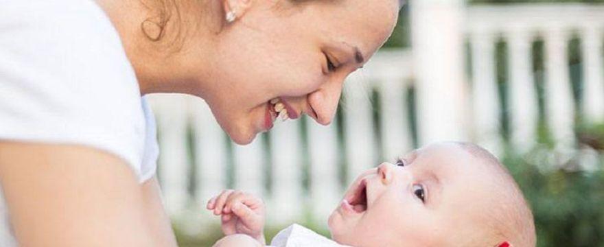 Prawidłowa pielęgnacja ucha niemowlaka – poznaj najważniejsze kwestie!