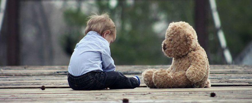 Pierwsze objawy autyzmu u niemowląt i małych dzieci – TERAPEUTA RADZI na co zwrócić uwagę