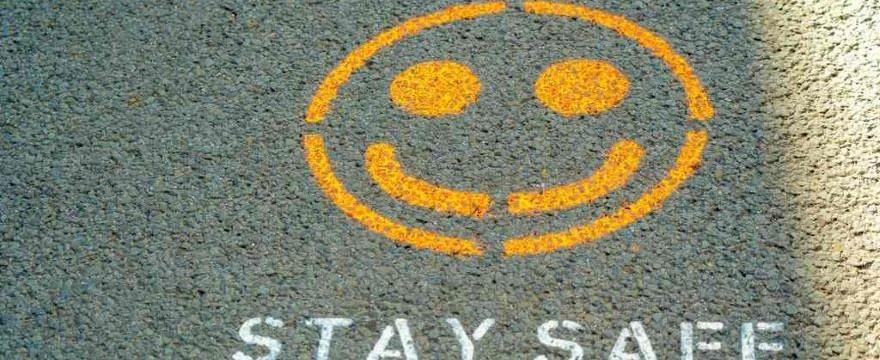 Luzowanie obostrzeń na wakacje: więcej miejsc w hotelach i wesołych miasteczkach