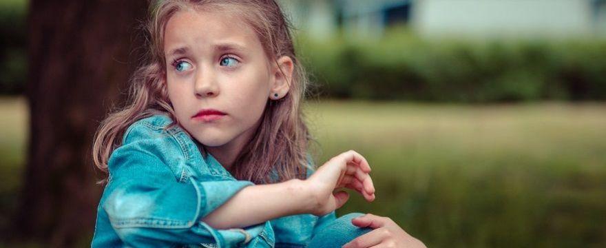Sińce pod oczami u dziecka – czy są objawem choroby? Co oznaczają  WYJAŚNIAMY