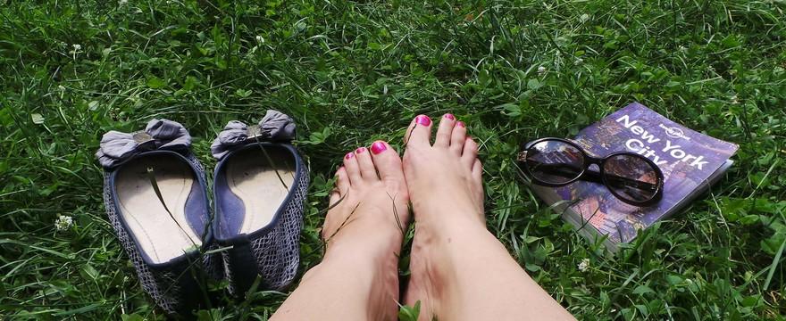 Piękne stopy to zdrowe stopy. Jak o nie zadbać?
