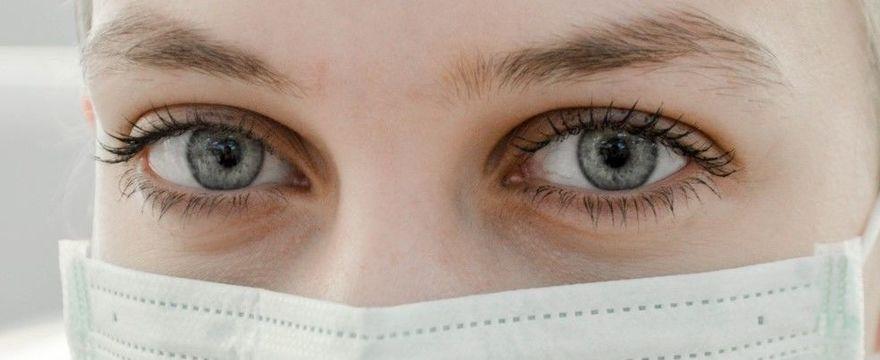 COVID-19: czy przyłbica chroni skutecznie przed koronawirusem?