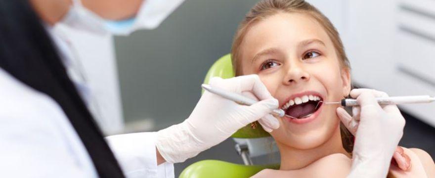 Jak i dlaczego musimy dbać o zęby mleczne dzieci?