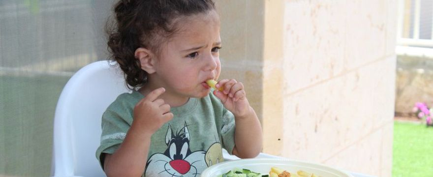 Jak rozszerzać dietę niemowlaka i uczyć zdrowych nawyków? Uczta dla maluszka