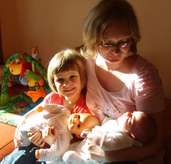 Mamusie ze swoimi lalkami.